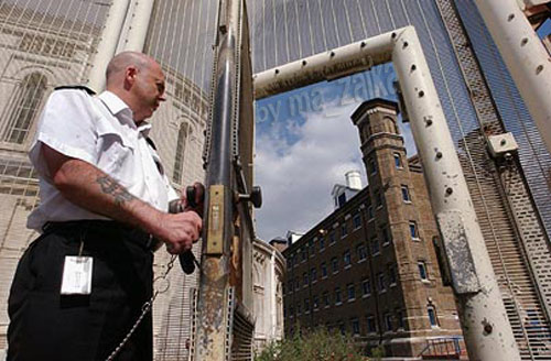 Заключенным предоставляется возможность выиграть £ 25 в поэтическом конкурсе