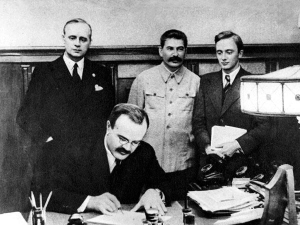 Подписание Договора о ненападении между Советским Союзом и Германией. Москва, 23 августа 1939 года