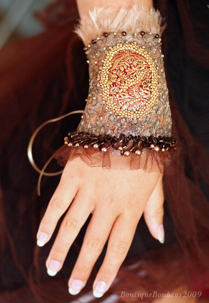 embroidery warm wrist