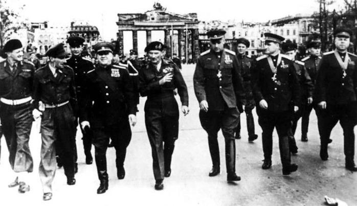 у Бранденбургских ворот