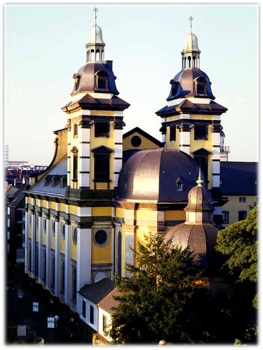 Дюссельдорф. Церковь Святого Андреаса  в сердце старого города.