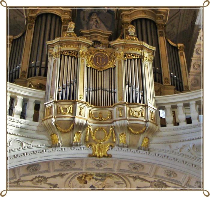 Дюссельдорф. В церкви Святого Андреаса, бывшей монастырской церкви ордена иезуитов в сердце старого города.