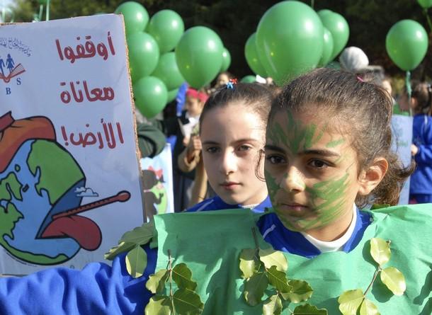 Призыв к изменению климата в Сидоне на юге Ливана, 8 декабря 2009 года. Запуск воздушных шаров.