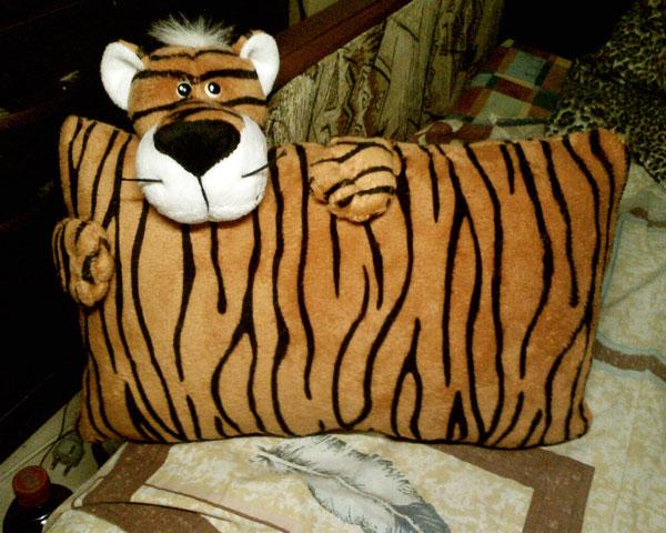 подушка - тигр, подарок в год тигра для детей