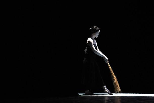 Тайвань искусство Директора Линь Ли-чен из легенды Линь театра танца во время репетиции в Тайбэй, 17 декабря 2009.