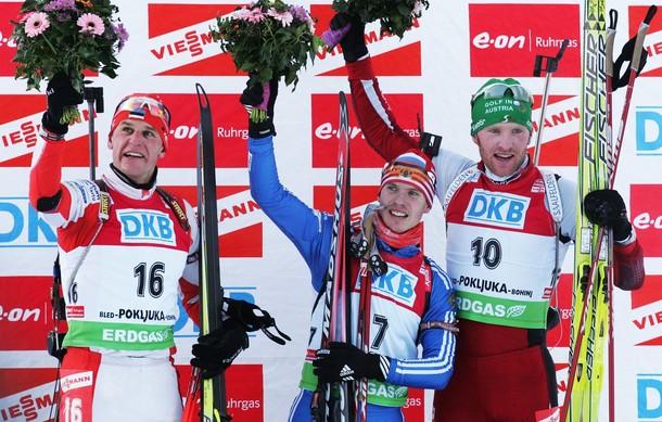 Евгений Устюгов из России выиграл гонку преледование на 12,5 км на E.on Ruhrgas IBU Кубке мира по биатлону 20 декабря 2009 года в Поклюка, Словения. Серебро завоевал Роланд Лессинг из Эстонии, бронзу вырвал Симон Эдер из Австрии.