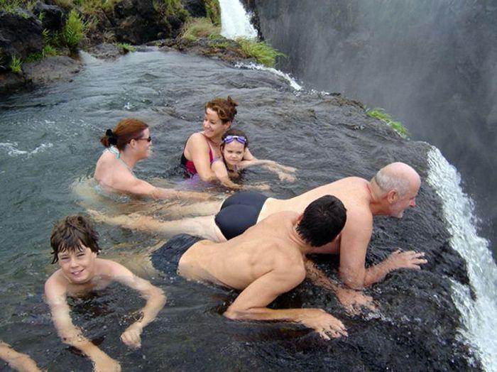 http://img0.liveinternet.ru/images/attach/c/0//52/949/52949269_03_waterfall.jpg