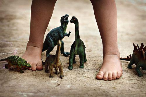 Похоже, что когда Гулливер был маленький, его сначала в страну динозавров занесло...