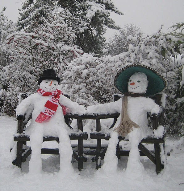 Снеговики и снежные скульптуры