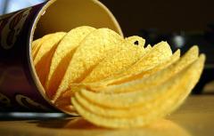 картофельные чипсы были изобретены случайно 24 августа 1853 года их называли саратогскими чешуйками