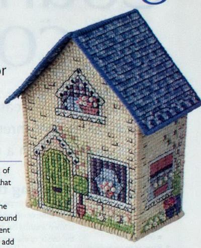 Объемный домик из пластиковой