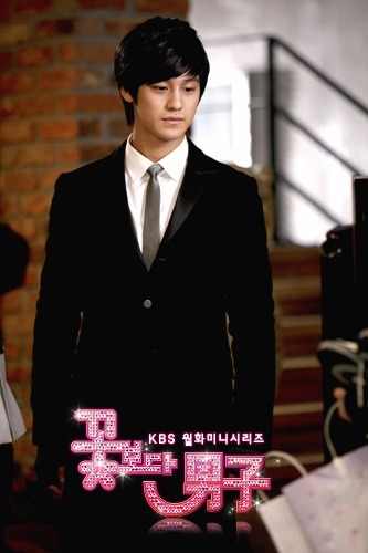 http://img0.liveinternet.ru/images/attach/c/0//63/409/63409261_s_Boys_Before_Flowers044.jpg