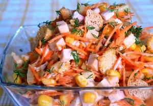 Salat-s-suharikami-i-kukuruzoy-300x208 (300x208, 42Kb)