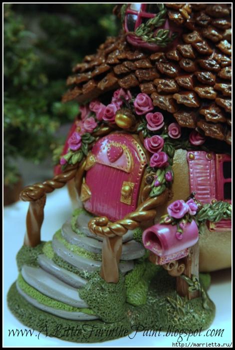 Casas de hadas asombrosas hechas de calabaza, arcilla polimérica y conos (36) (471x700, 279Kb)
