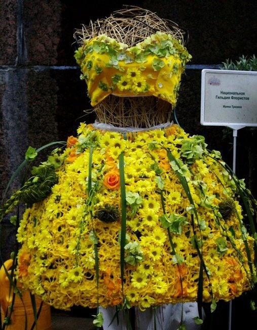 Шляпа из живых цветов