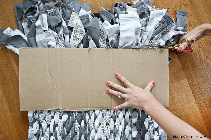 Тканый коврик из лоскутков своими руками (14) (700x466, 291Kb)