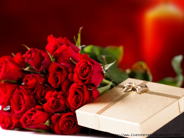 Holidays___International_Womens_Day__Bouquet_of_red_roses_on_March_8_as_a_gift_060678_29 (640x480, 156Kb)