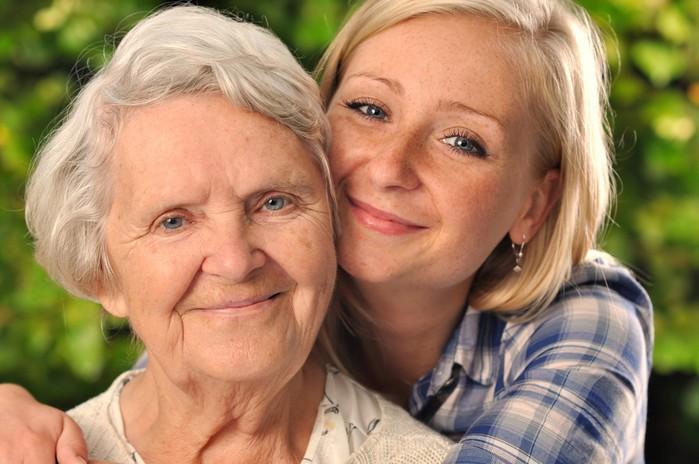 old-woman-grandaughter_95959864-1024x680 (700x464, 81Kb)