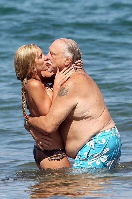 Вот, что с людями делает любовь. Плеймейт Дженна Бентли и ее дружок (12 фото)