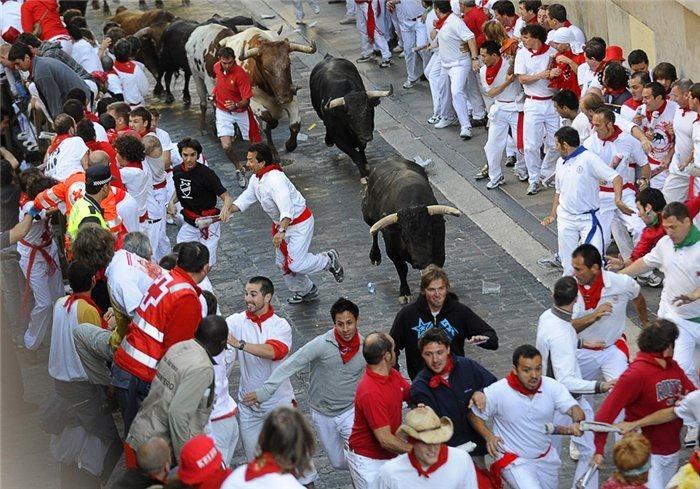 Бег быков в Памплоне: 25 шокирующих фото фестиваля Сен Фермин