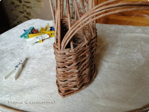 Красивая загибка для плетенок из газетных трубочек. Мастер-класс (8) (520x390, 164Kb)