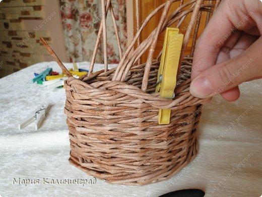 Красивая загибка для плетенок из газетных трубочек. Мастер-класс (15) (520x390, 181Kb)
