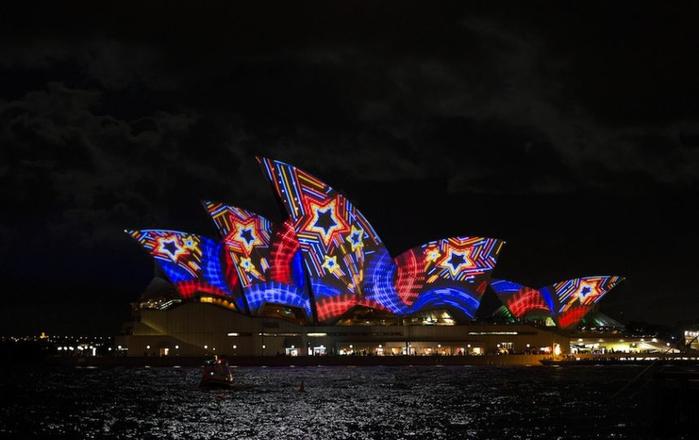световое шоу австралия 1 (700x440, 202Kb)