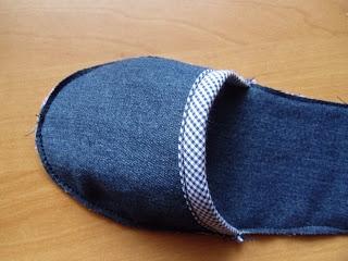 Шьем из старых джинсов тапочки (10) (320x240, 55Kb)