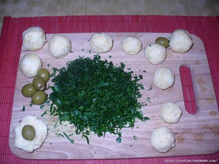 Праздничная плетенка из рыбы с картофельными грибочками и изумрудными шариками (5) (700x525, 206Kb)