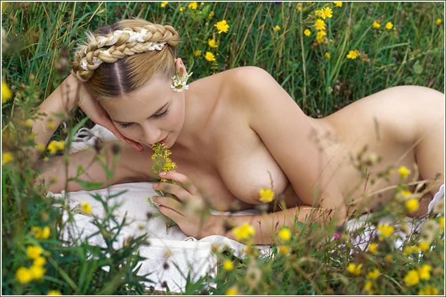 foto-golie-devushki-vesnoy