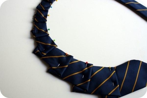 украшение-воротник из галстука2 (600x400, 72Kb)