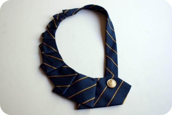 украшение-воротник из галстука4 (600x400, 70Kb)