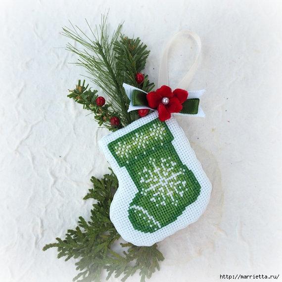 Подвески с вышивкой для новогодней елочки (31) (570x570, 180Kb)