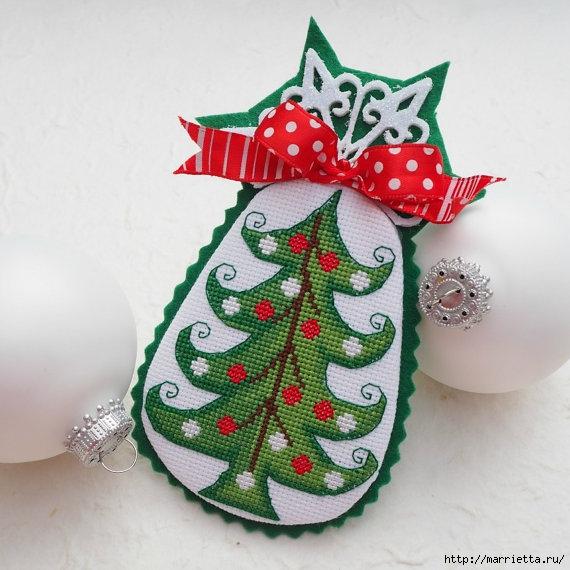 Подвески с вышивкой для новогодней елочки (37) (570x570, 188Kb)