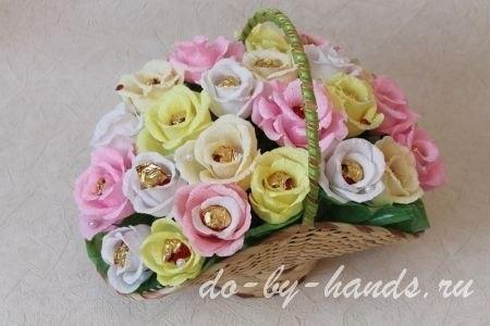 Сделать корзину с цветами из конфет своими руками