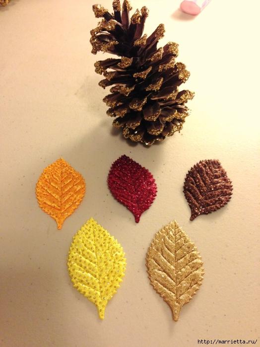 Шишки в блестках для новогоднего декора в интерьере (2) (524x700, 247Kb)