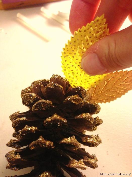 Шишки в блестках для новогоднего декора в интерьере (3) (524x700, 257Kb)