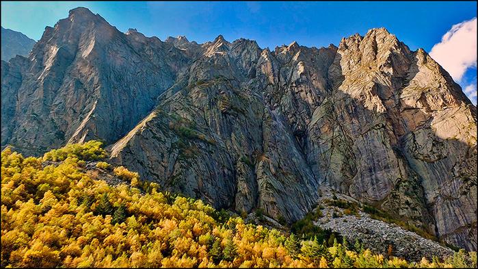Осень в сказском ущелье/3673959_2 (700x393, 197Kb)