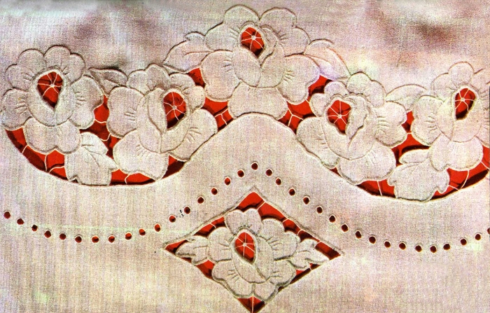 Вышивка с прорезями