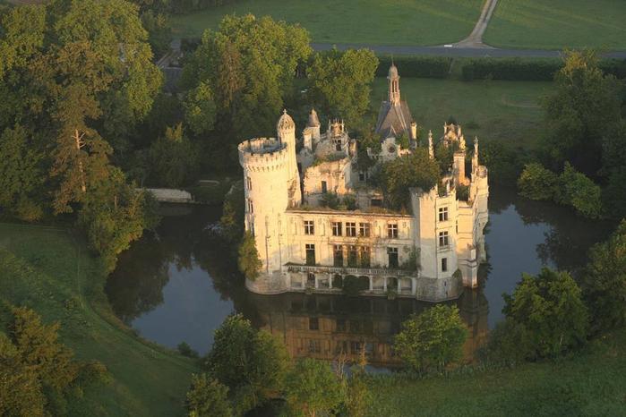 французский замок фото 1 (700x466, 341Kb)