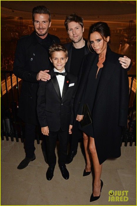 romeo-beckham-burberry-festive-campaign-launch-02a (466x700, 66Kb)