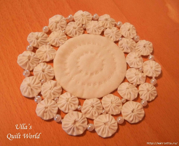 Панно с елочкой и салфетки из цветочков ЙО-ЙО (10) (700x572, 270Kb)