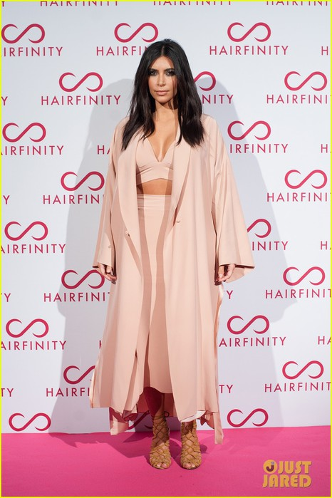 kim-kardashian-khloe-kardashian-event-06 (466x700, 81Kb)