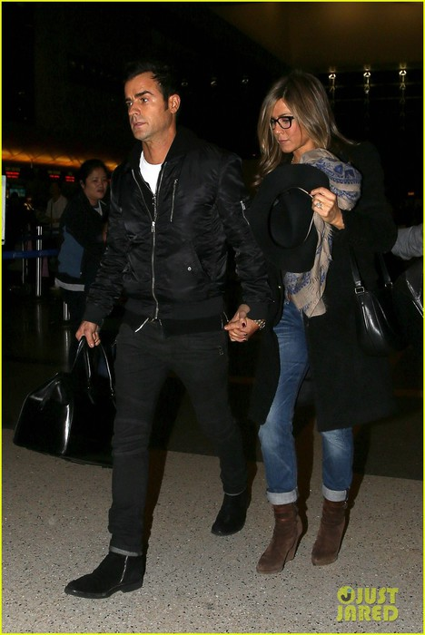 jennifer-aniston-squashes-justin-theroux-elopement-rumors-01 (468x700, 79Kb)