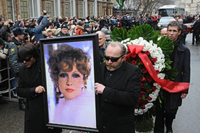Где будет похоронена дочь Людмилы Гурченко?