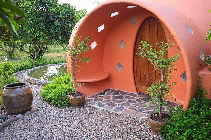 Необычный куполообразный дом в Таиланде1 (700x465, 443Kb)