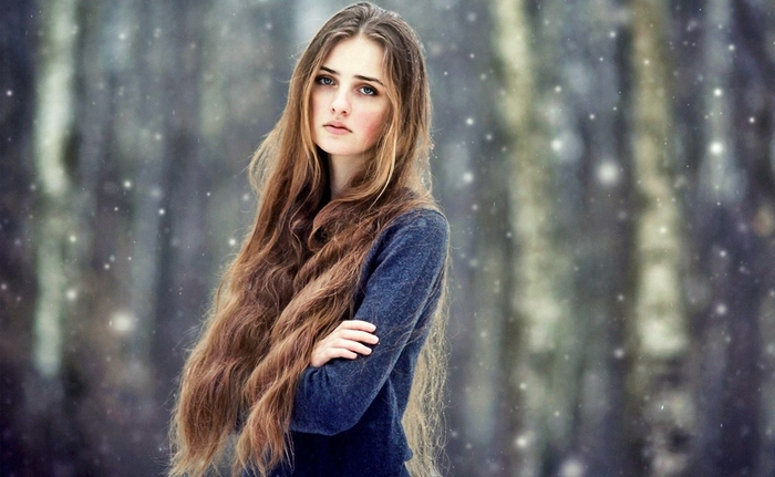 Beautiful-Girl-With-Long-Hair-In-Snow-Images (700x431, 212Kb)