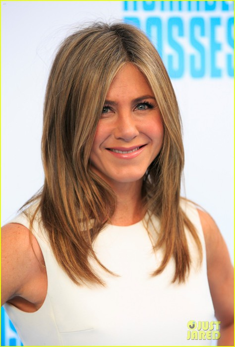jennifer-aniston-buddies-up-with-horrible-bosses-2-guys-03 (474x700, 68Kb)