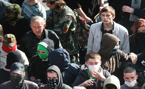 Киевляне бунтуют против коммунальщиков (600x370, 98Kb)