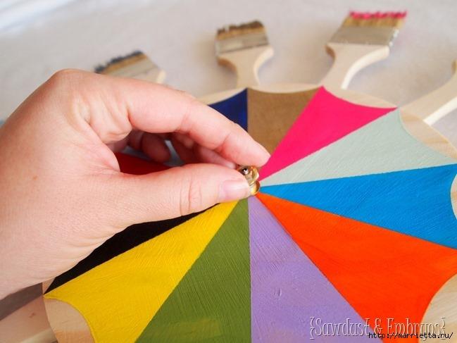 Креативные часы из кисточек и разноцветной краски (6) (649x487, 155Kb)